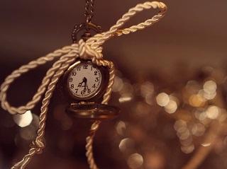 7031131-watch-time-bokeh